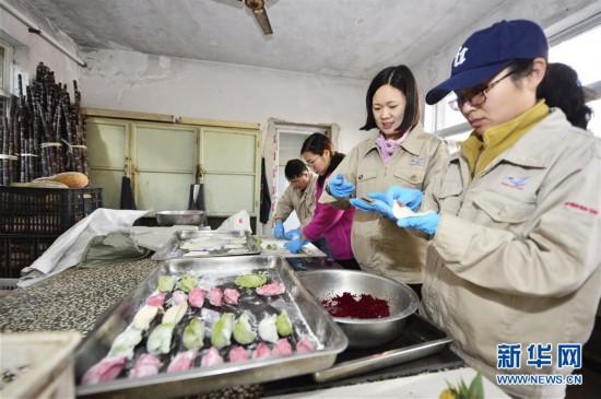 """#(社会)(1)动物园里的""""饺子""""大餐"""