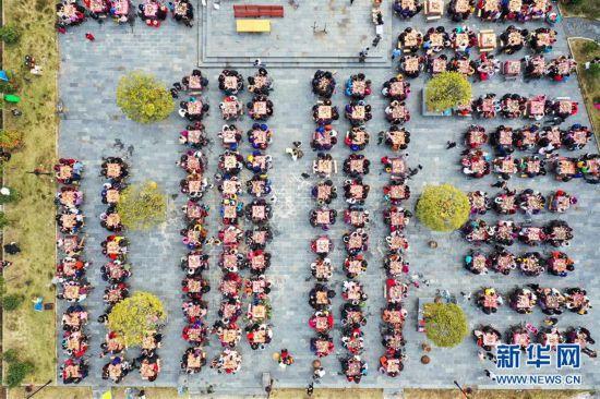 #(社会)(1)小山村的千人团圆宴