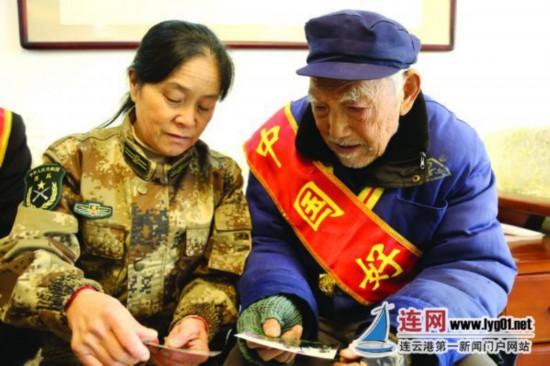 """95岁抗战老兵致敬""""守岛英雄"""" 专程看望王仕花"""