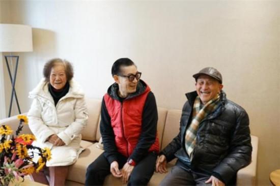六小龄童吴江探望老人儿童 作公益慰问表演