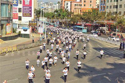 昨日,2019年惠阳淡水街道第22届新春长跑活动举行,上千市民踊跃参加。