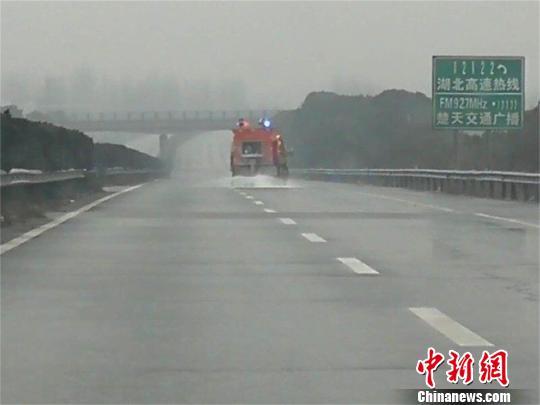 湖北低温雨雪天气来袭 返程需注意交通安全