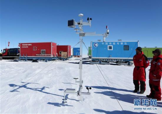 (第35次南极科考・图文互动)(1)中国科考队在南极冰盖上架设自动气象站