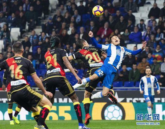 (体育)(17)足球――西甲:西班牙人胜巴列卡诺