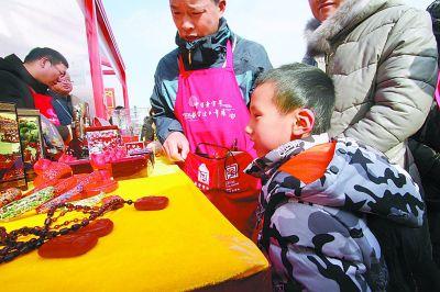 """北京:每天有8万人在紫禁城里""""过年""""故宫初八门票都已售罄"""