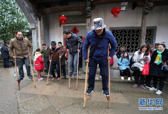 (社会)(2)江西婺源:乡村民俗添年味