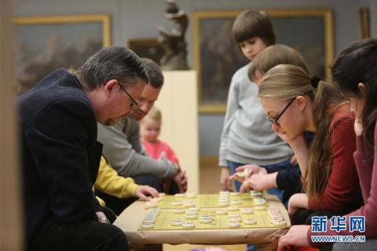 (国际·图文互动)(1)白俄罗斯国家美术馆里的中国年