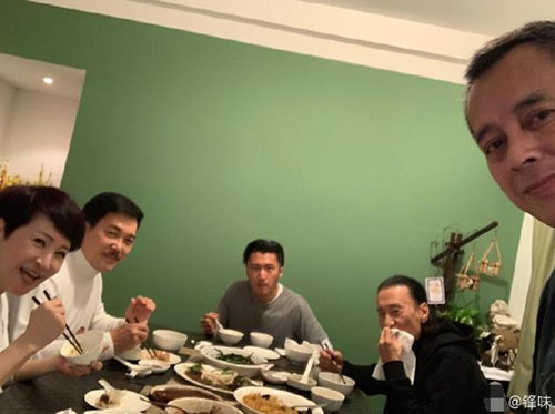 谢霆锋晒家人团聚合影 画面温馨幸福