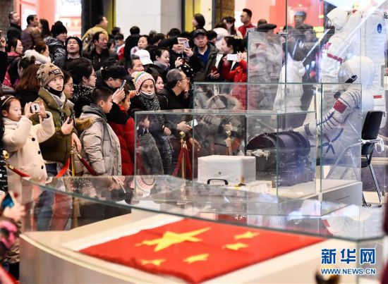 """(文化)(1)""""伟大的变革——庆祝改革开放40周年大型展览""""春节迎客超35万人"""