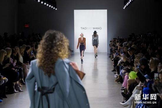 (新华视界)(3)中国设计师王陶作品亮相纽约时装周