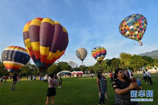 马来西亚槟城举办热气球节