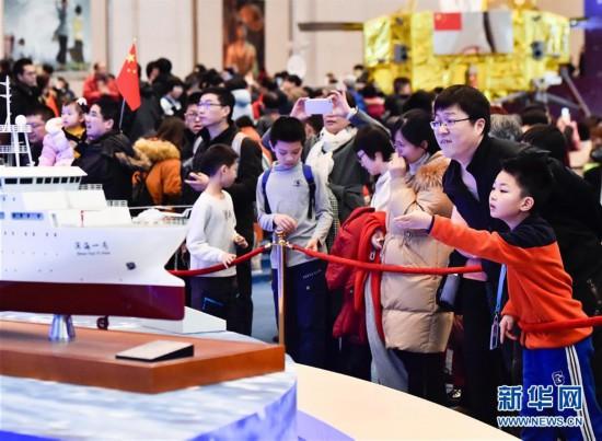 """(文化)(3)""""伟大的变革——庆祝改革开放40周年大型展览""""春节迎客超35万人"""
