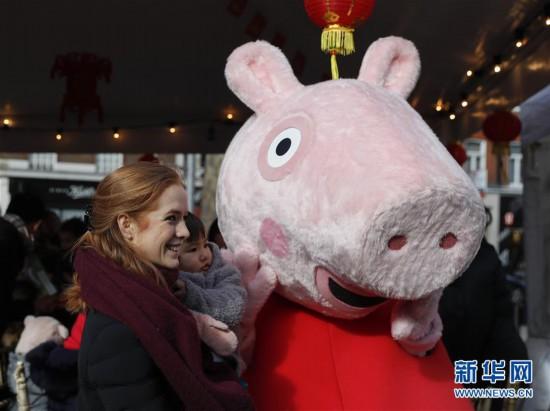 """(国际)(2)伦敦:和""""小猪佩奇""""一起过春节"""