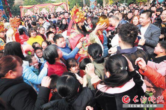 宁乡炭河古城新春大庙会人气爆棚。景区供图