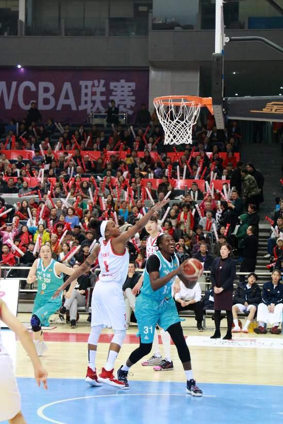 查尔斯轰下39分首钢女篮季后赛开门见喜