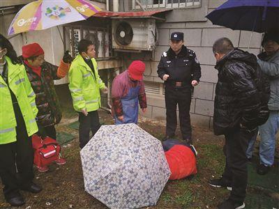 与父母吵架 南京栖霞14岁男孩跳楼摔骨折