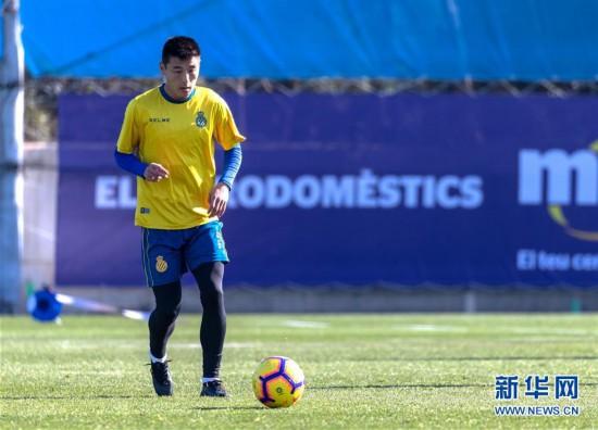 (体育)(2)足球——武磊亮相西班牙人队公开训练