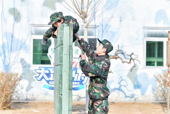 《大冰小将》易烊千玺武大靖杨迪带小将军训
