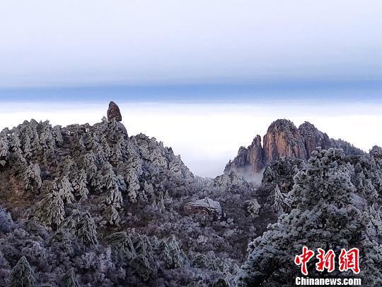 安徽黄山雪后初霁雾凇云海美如画卷