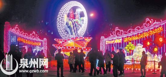 昨日正月十二,上元灯亮了。图为海上丝绸之路艺术公园吸引了市民游园赏灯。(陈小阳 摄)