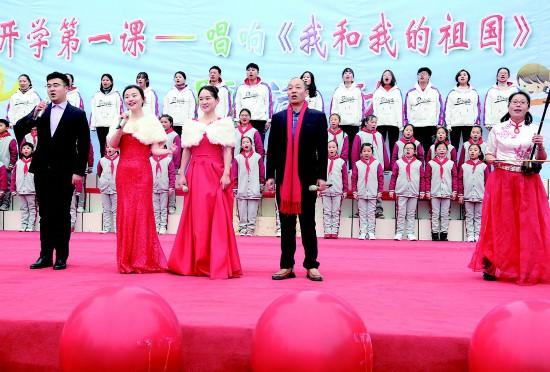 开学首日盐都9万师生共唱《我和我的祖国》
