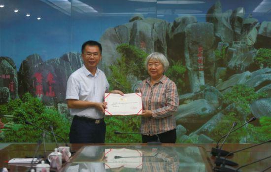 原央行副行长吴晓灵受聘万宁市政府高级顾问