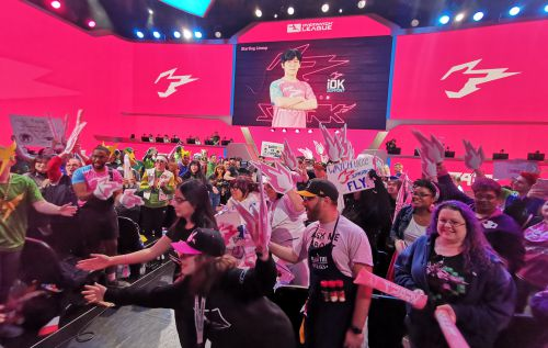 A toast with straight Hangzhou lightning incarnate pink watch brand, pioneer league party