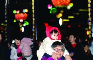 元宵节当晚南京秦淮灯会游客量达38.2万人次