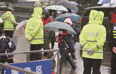 南京中小学幼儿园新学期常态化固定护学岗全面启动