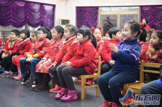 今天是开学第一天,上海不少幼儿园,中小学都将垃圾分类作为开学第一课