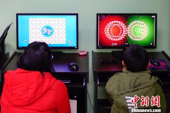 中国近视低龄化引关注专家呼吁建立有效防控机制