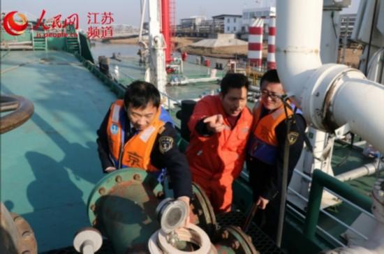 """南京海事合力打造绿色长江""""安全共同体"""""""