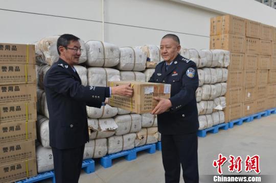 公安部向青海玉树果洛调拨近550万元抗雪灾救援物资