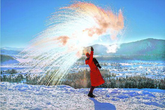初春到新疆禾木赏雪泼雾