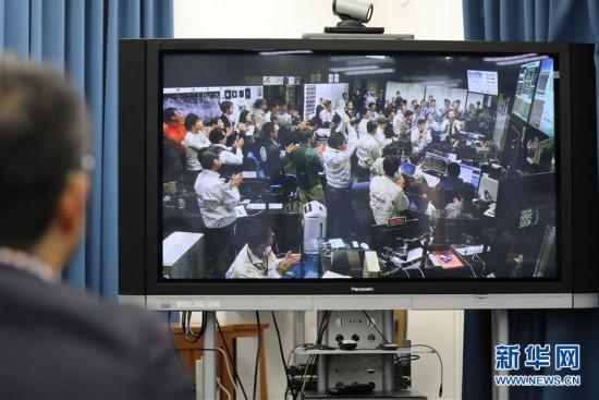 """(国际)(1)日本探测器隼鸟2号降落小行星""""龙宫""""并采样"""