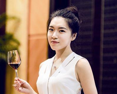 """靖江""""90后""""女孩通过WSET国际高级品酒师认证"""