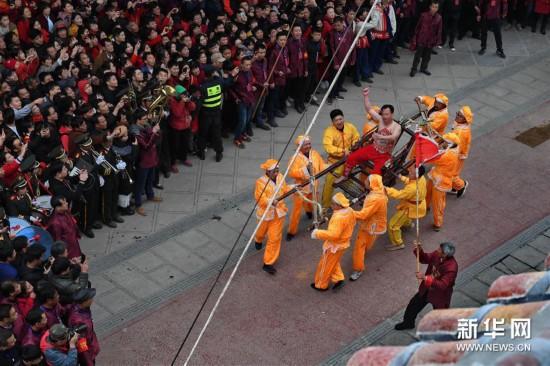 (文化)(4)福建莆田:爬刀梯 闹新春