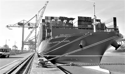 """""""中远海运双鱼座""""集装箱船首航抵达比利时"""