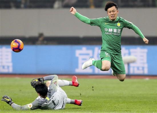 (体育)(10)足球――超级杯:上海上港夺冠