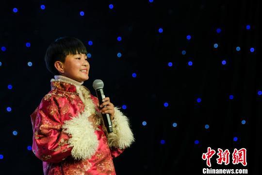 第四�萌A�Z�歌春晚在西藏拉�_上演