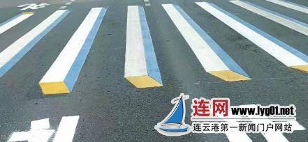 提颜值保安全 连云港市区交通路口出现立体斑马线