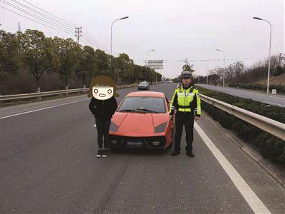 """炫酷""""兰博基尼""""在南京上路行驶 民警一查是网购电动车"""