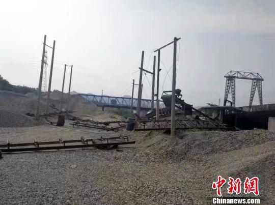 保护汉江生态湖北襄阳取缔非法采砂船舶千余艘