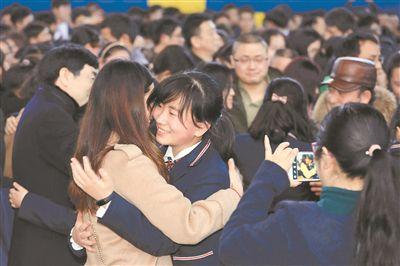 南京市第十三中学为高三学子举行成人仪式