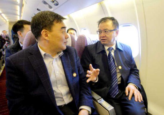 出席全国政协十三届二次会议的住宁全国政协委员抵京