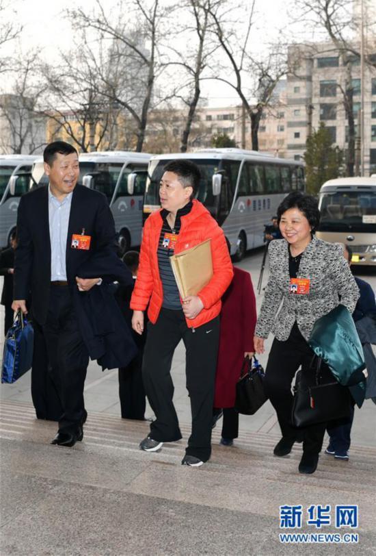 (两会)天津代表团抵京