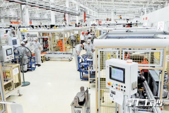广汽三菱研发中心和零部件产业园加速建设,将于2020年底投入使用。图为去年10月竣工投产的广汽三菱发动机工厂。   长沙晚报全媒体记者 王志伟 摄
