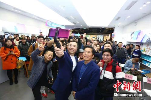 荣耀总裁赵明谈手机市场竞争:2019年疾风知劲草
