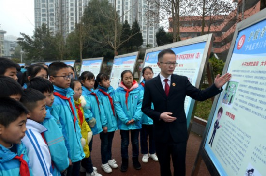 bob开户:凤冈:新学期检察长开讲预防未成年人犯罪第一课