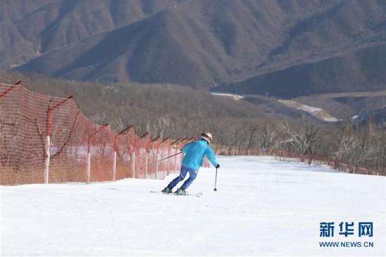 """""""我们的目标是建成世界一流滑雪场""""――记朝鲜马息岭滑雪场"""